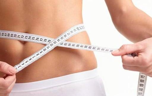 腹囲を測定している写真
